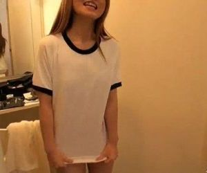 Bubbly Sakamoto Hikari teases the cameras - 5 min