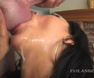 Vicki Chase likes a  messy blow job! - 3 min HD