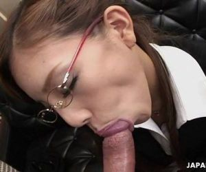 Frail Japanese slut munches on a fat dick - 8 min