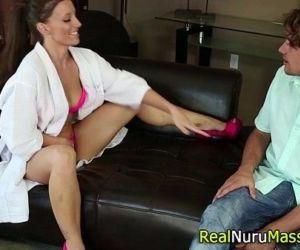 Kinky nuru masseuse fuck - 5 min