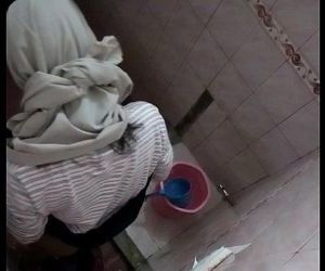 Hijab Girl On Campus Toilet - 4 min