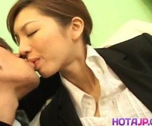 Asahi Miura Asian secretary gives amazing headfucking in..