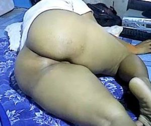 Asian girl showing big thick ass on webcam. My X-mas live..