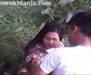 Bokep ABG Indo SMA Pakek Batik Ngentot Dihutan - 13 min