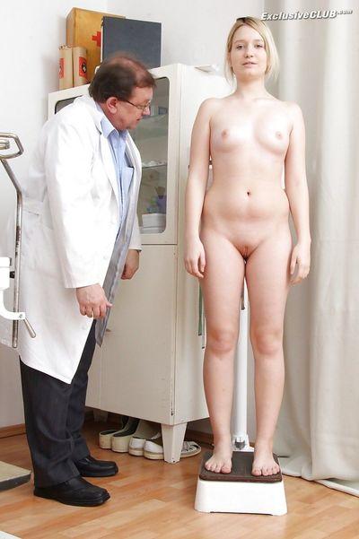 голая перед врачом на осмотре прочем